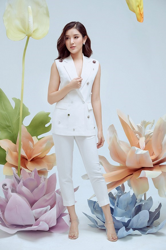 Á hậu Huyền My xinh đẹp trong bộ trang phục của Elise Fashion