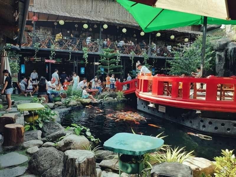 Mô hình quán cafe cá Koi mới mẻ có sức hút lớn với khách hàng