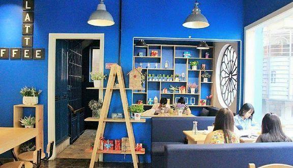 Thiết kế quán trà sữa màu xanh Navy