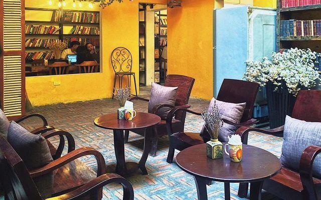 Thiết kế quán trà sữa phong cách Vintage với tone vàng