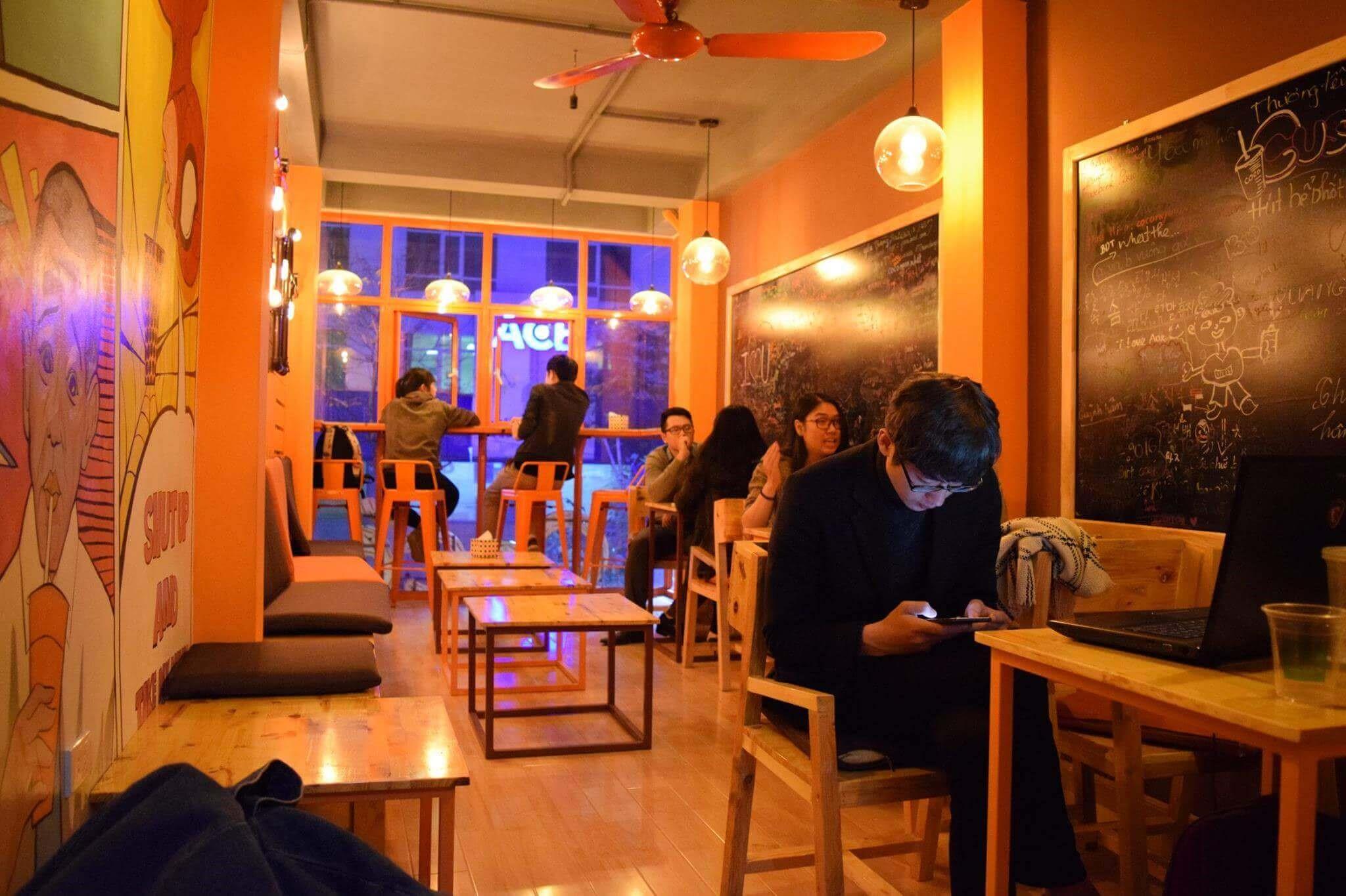 Thiết kế tiệm trà sữa với không gian màu cam
