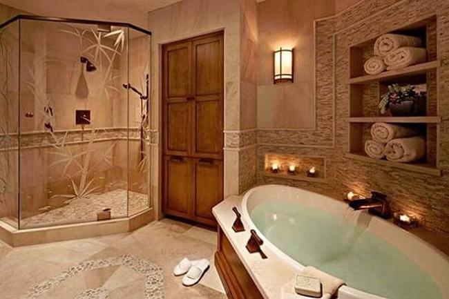 Phòng tắm sang trọng với vách kính